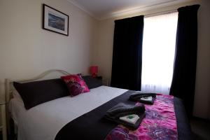 A bed or beds in a room at Cape Jervis Holiday Units
