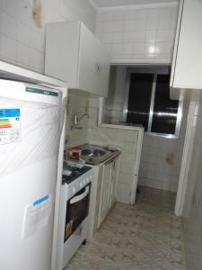 A kitchen or kitchenette at Apartamento São Vicente