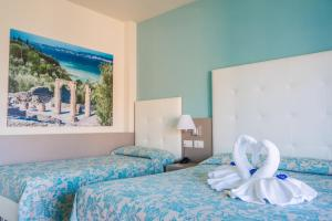 A bed or beds in a room at Hotel Residence Holiday