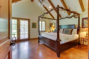 A bed or beds in a room at Messina Hof Hill Country