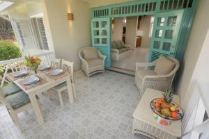A seating area at El Pelicano Apart-Hotel