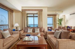 A seating area at Roda Amwaj Suites Jumeirah Beach Residence