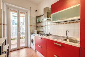A kitchen or kitchenette at Will House