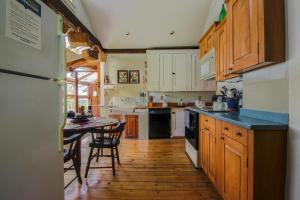 A kitchen or kitchenette at Willis Croft