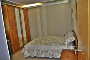 A bed or beds in a room at Casa Embalse de Cambre