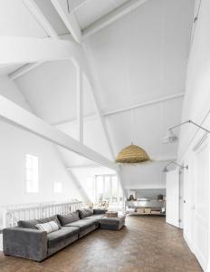 Een zitgedeelte bij Loft Hotel Arnhem Apartments