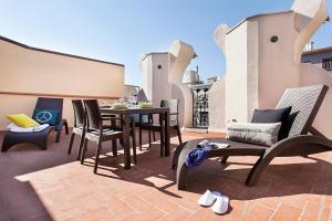 A balcony or terrace at Apartments Barcelona & Home Deco Eixample