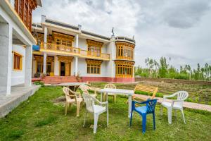 Guesthouse with free breakfast in Leh, by GuestHouser 30982