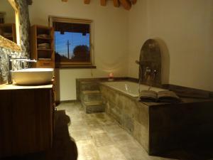 A kitchen or kitchenette at Chalet France