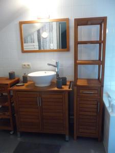 A bathroom at Autrefois chez Lina