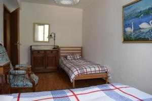 A bed or beds in a room at Lake-front spacious flat in Nyon