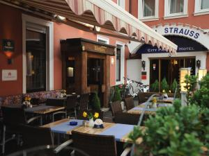 (City Partner Hotel Strauss)