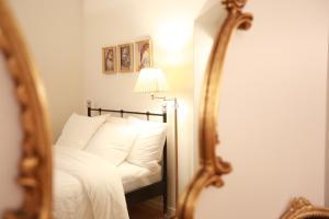 Parisseine Saint Germain Odeon房間的床