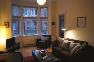 Кът за сядане в Entire traditional Glasgow west end flat