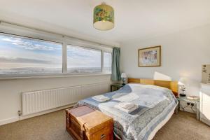 Ein Bett oder Betten in einem Zimmer der Unterkunft 2 Bedroom House with City View