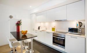 A kitchen or kitchenette at Durlet Beach Apartments