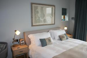 A bed or beds in a room at Air an Oir - Skye Self Catering
