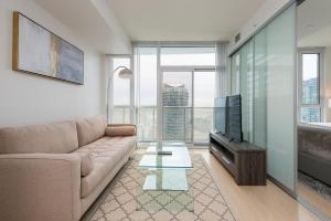 A seating area at Diamond Vacation Homes - City Place