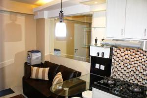 A kitchen or kitchenette at Apartemen Kalibata City