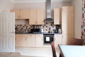 A kitchen or kitchenette at Norwich Street Apartments (Peymans)