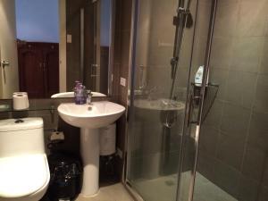Un baño de Ya keyes @ Knightsbridge Residences