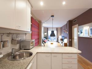 A kitchen or kitchenette at Diagonal Paseo de Gracia 2