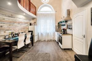 A kitchen or kitchenette at BpR RÖCK Premier Apartment