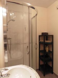 A bathroom at Nid Douillet