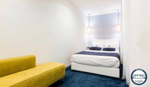 A bed or beds in a room at Douro Riverside Apartments