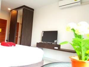 Televizors / izklaižu centrs naktsmītnē THE ALL 24 Luxury Residence