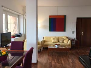 A seating area at Talenti home Casa Luna