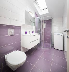 A bathroom at Pavao Apartments