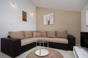 A seating area at Pavao Apartments