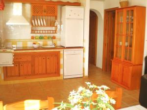 A kitchen or kitchenette at Peperent Villa Buenavista