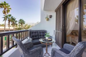 A balcony or terrace at Royal Lux Ocean View Apartament Las Americas