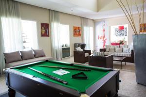 A pool table at Villa Loanaelle