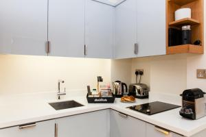 Blueprint living apartments doughty street london updated gallery image of this property malvernweather Gallery
