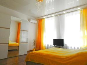 A bed or beds in a room at Ratusha Apartments