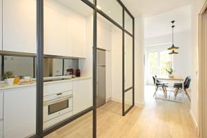 A kitchen or kitchenette at Atocha Hub - MADFlats Collection