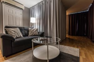 A seating area at Lester Lofts by Bower Hotels & Suites