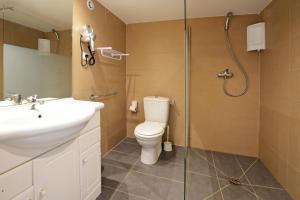 A bathroom at Calvi Residence