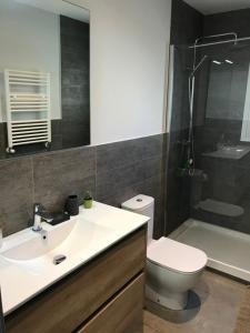 A bathroom at Skyline Bilbao