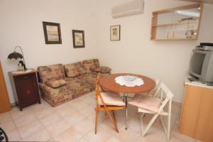 A seating area at Apartment Rovinj 7656b