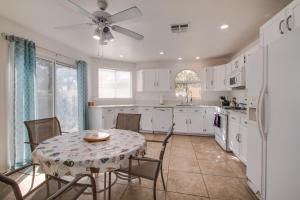 A kitchen or kitchenette at Red Rock Vacation Villa