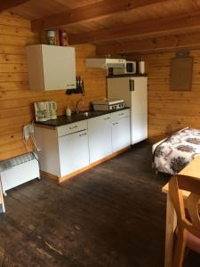 A kitchen or kitchenette at wandel en fiets top locatie midden in de bossen