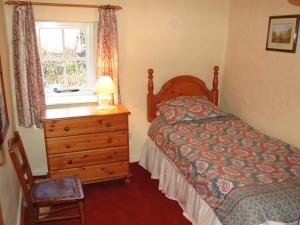 A bed or beds in a room at Lobstone Cottage
