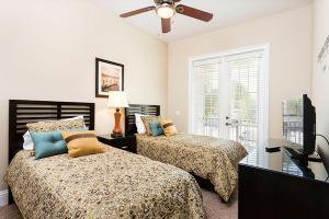 Un ou plusieurs lits dans un hébergement de l'établissement 7596 Reunion Resort 4 Bedroom Villa