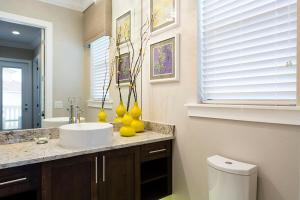 Salle de bains dans l'établissement 7840 Reunion Resort 8 Bedroom Villa