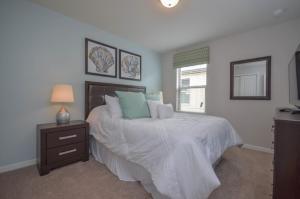 Un ou plusieurs lits dans un hébergement de l'établissement 8889 Windsor At Westside 7 Bedroom Villa