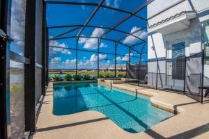 Piscine de l'établissement 4755 Storey Lake Resort 5 Bedroom Villa ou située à proximité